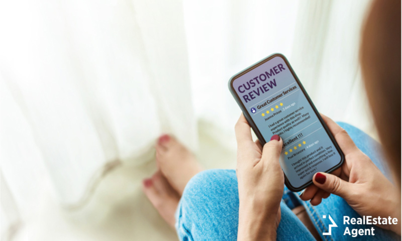 customore review in a smartphone