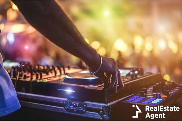 dj mixing outdoor