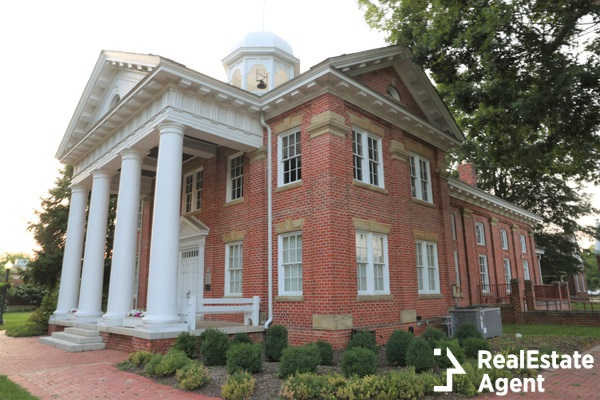 historic chesterfield courthouse