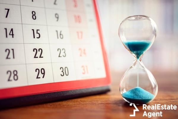 hour glass calendar concept for time