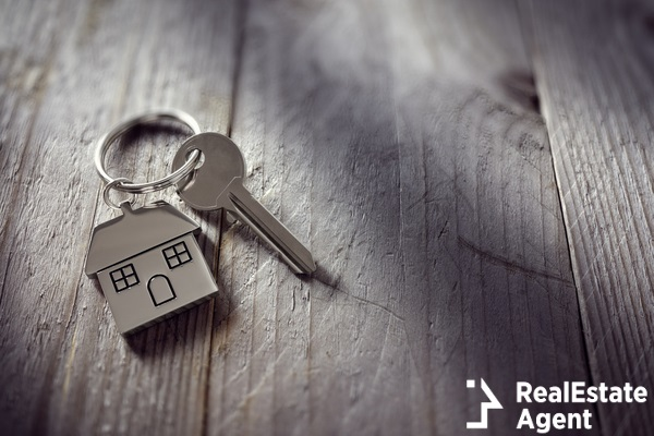 house and key real estate concept
