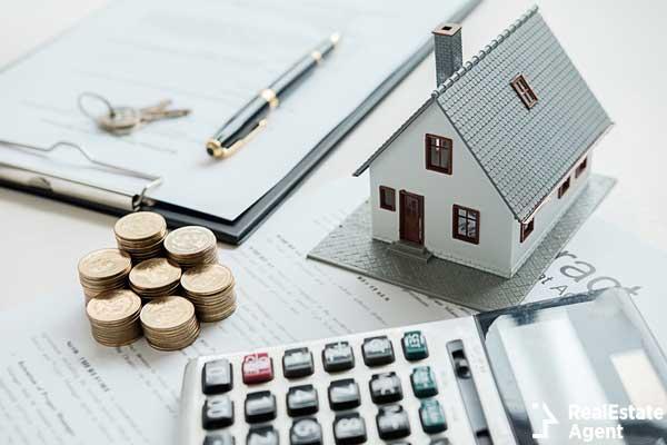 house model real estate agent customer