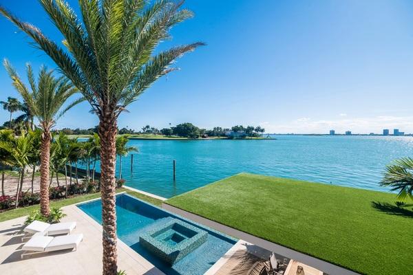 miami beach very nice view of pool