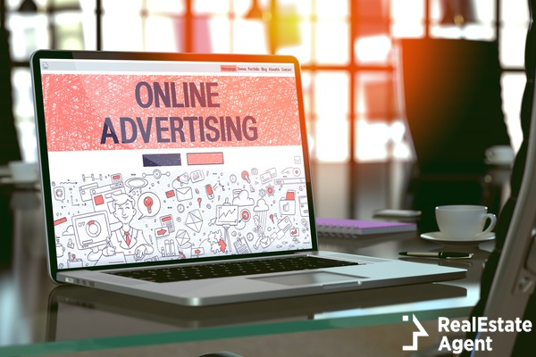online advertising screen on a laptop