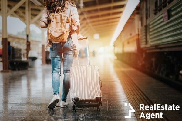 women traveler tourist