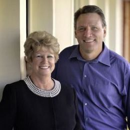 Dee Davey & Bob Goosmann, Broker real estate agent