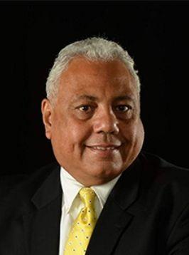 Oscar  Velez real estate agent