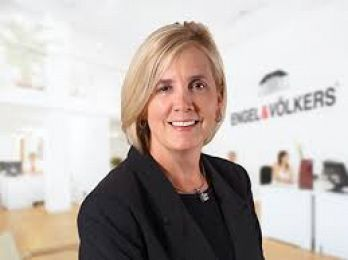 Tracy  Dole real estate agent