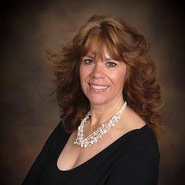 Debbie Dunbar real estate agent