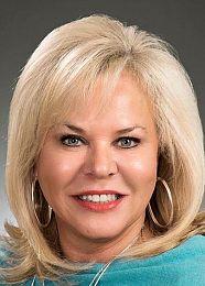 Robin Gravitt & Susan Moss real estate agent