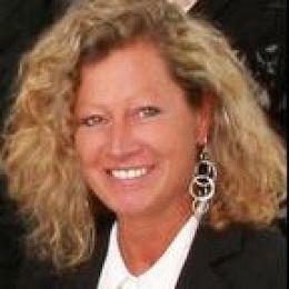 Debra Lovelace real estate agent