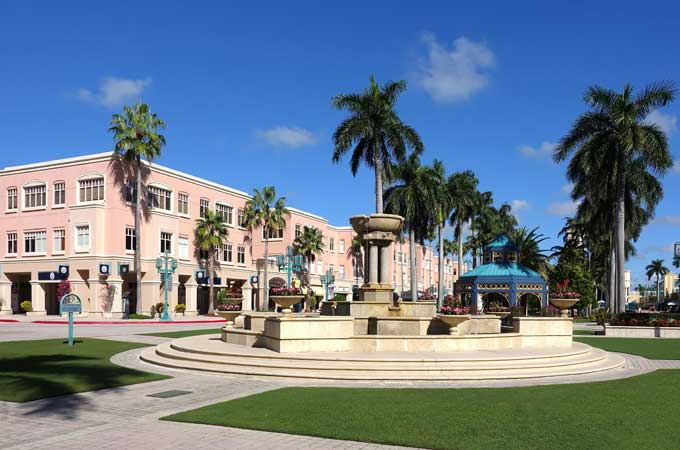 Mizner Park Shopping Mall in Boca Raton