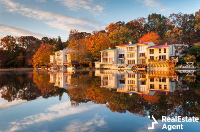 Luxury lakefront Fairfax County