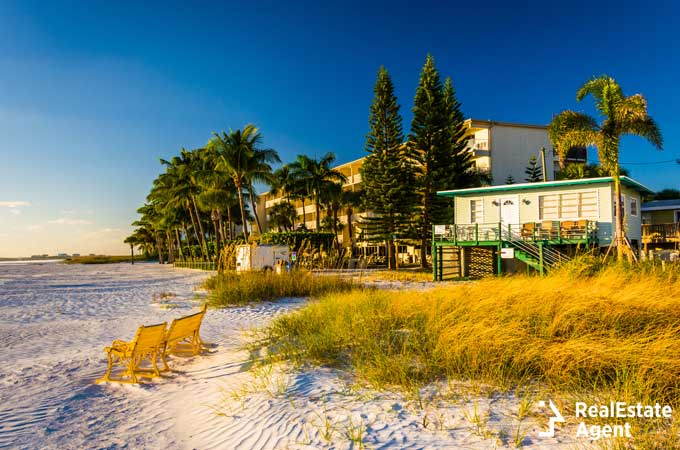 sand dunes and beach houses in Fort Myers FL