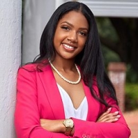 Chauniece Mouzone real estate agent
